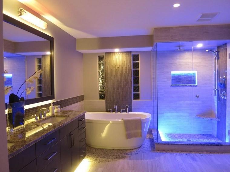 bano diseno moderno iluminacion original LED color azul ideas