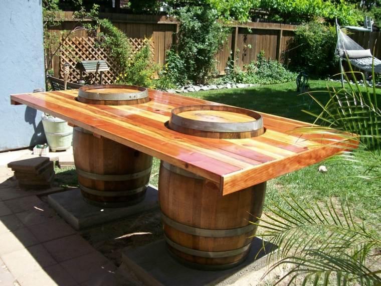 Mesas para terraza diy insp rate para crear la tuya propia for Barriles de madera bar