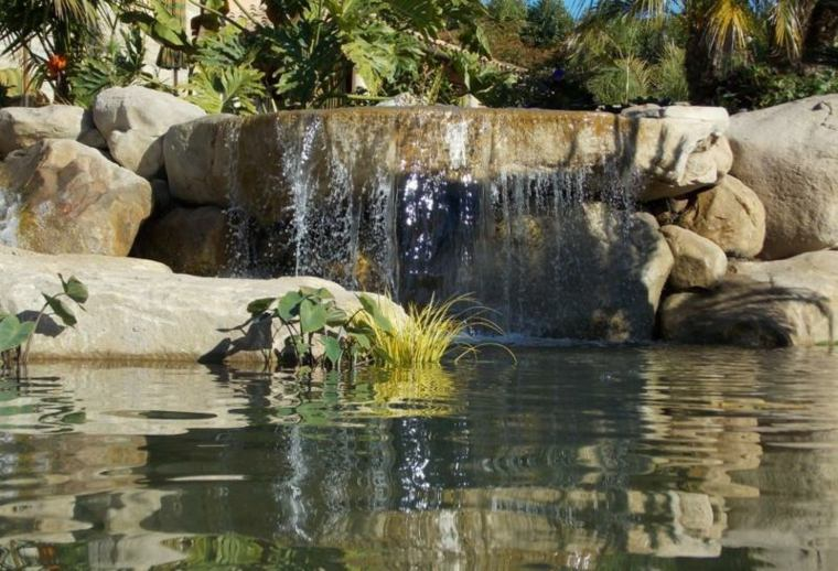 caida cauce rocas naturales suelos acuaticos