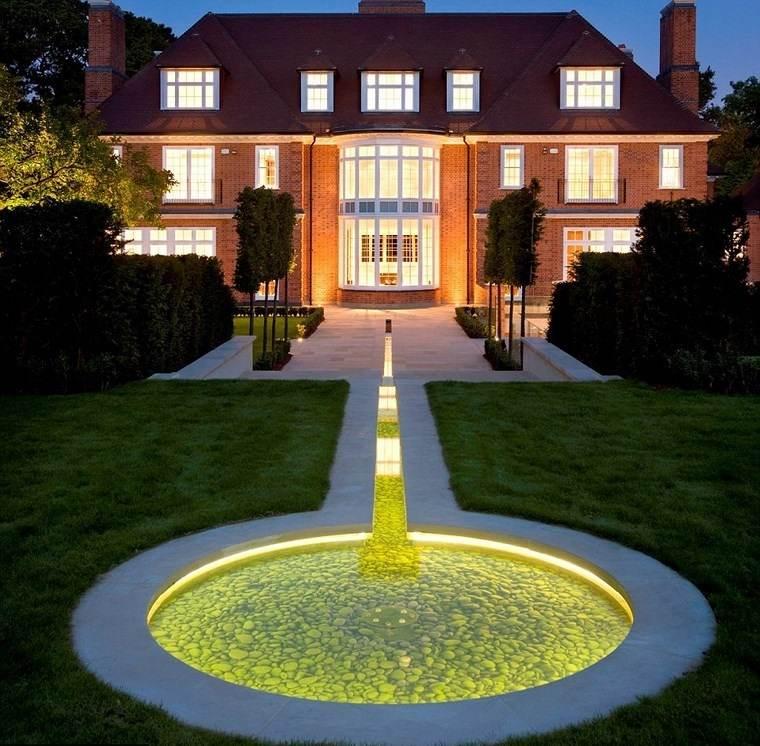 casa jardín diseno contemporaneo estanque iluminacion LED ideas
