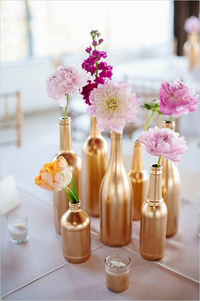 centros de mesa sencillos para bodas botellas oro ideas