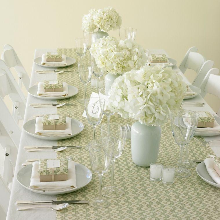 centros mesa sencillos bodas jarrones blancos flores ideas