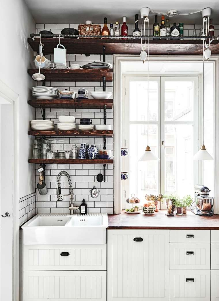 cocina estantes madera abiertos losas blancas ideas