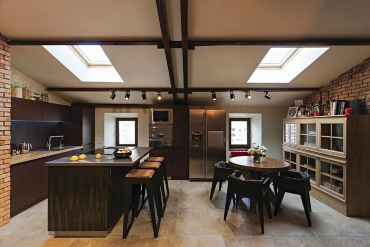 Interior moderno con detalles en negro de u me architects for Cocina estilo industrial
