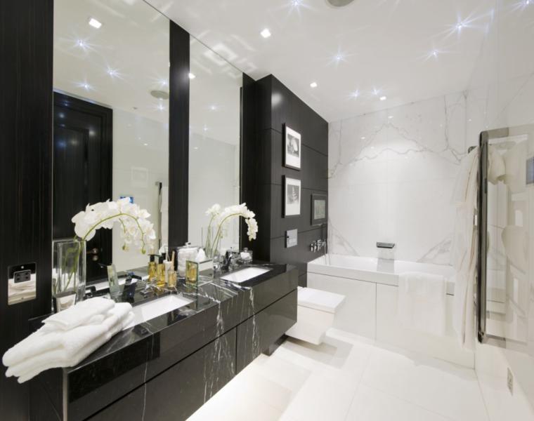 cuarto baño azulejos negos