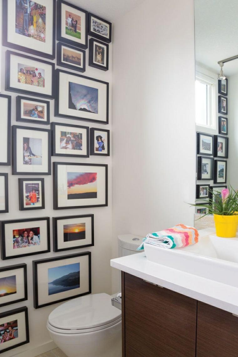 decorar fotos pared bano