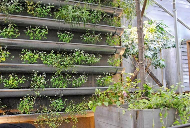 decorar terraza jardineras verticales