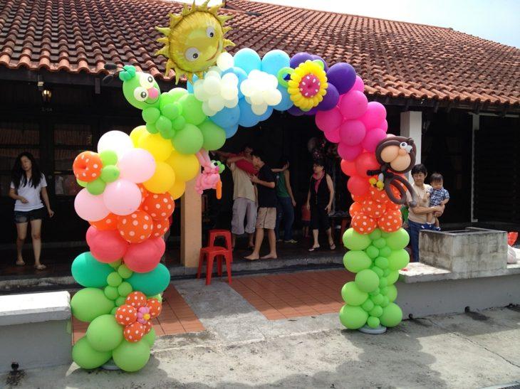 decoracion con globos variante de arco colorido