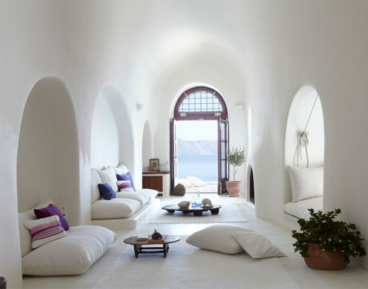 decoracion de interiores verano paredes cojines blancos ideas