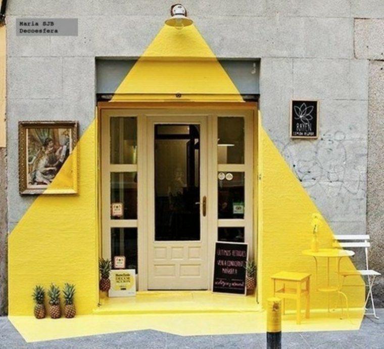 puerta entrada pintada amarillo