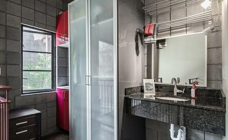Baños Grises Pequenos:De un estilo más industrial y urbano es este modelo de baño con