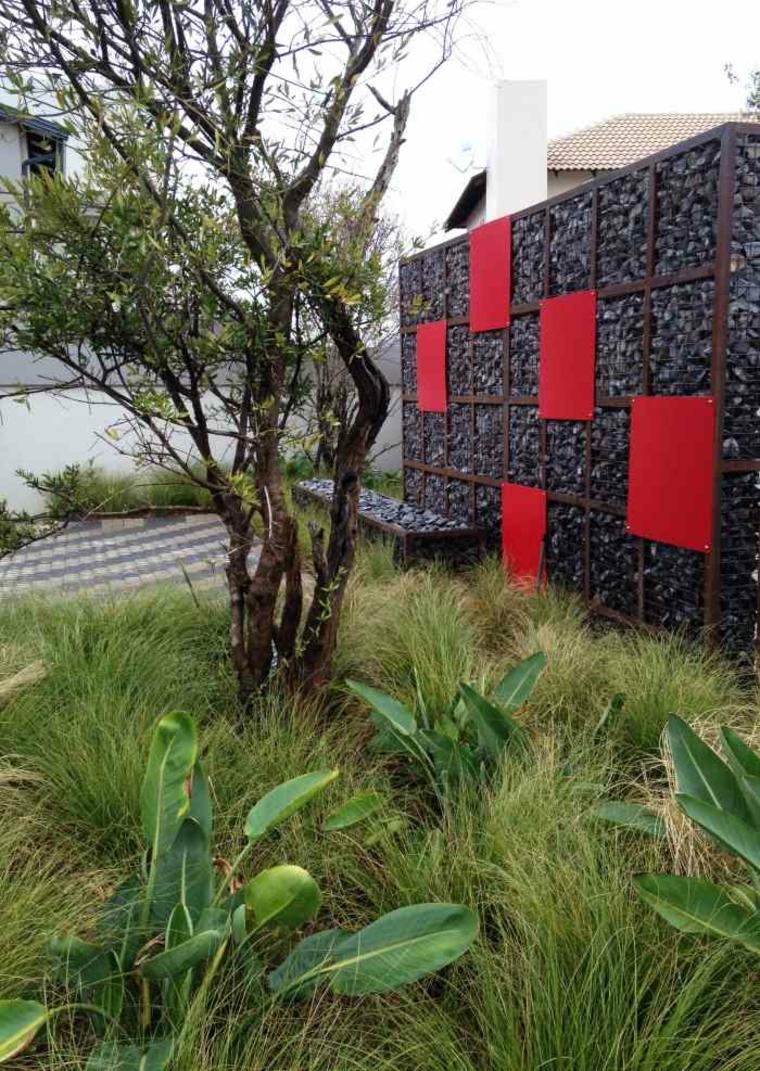 diseno gavion rojo moderno piedras