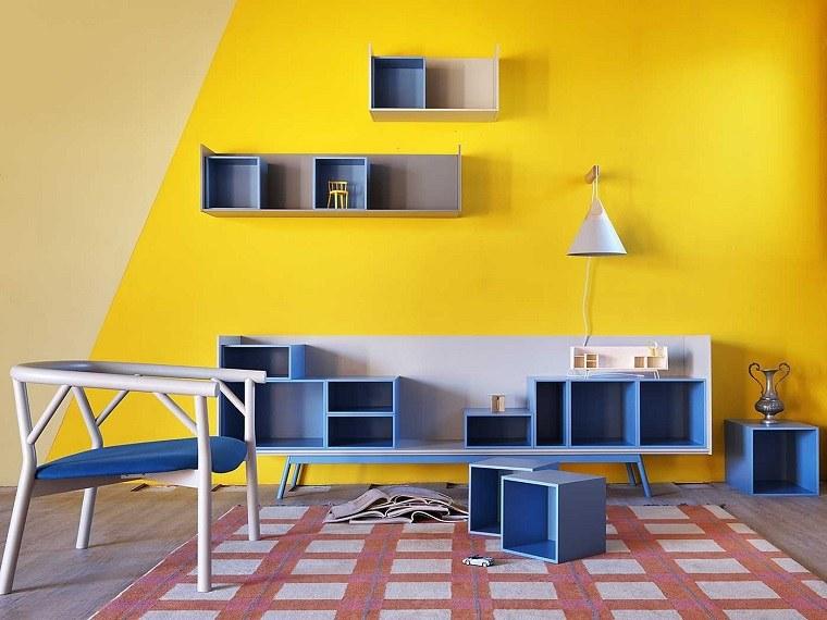 dispositivos almacenamiento estanteria azul pared amarillas ideas