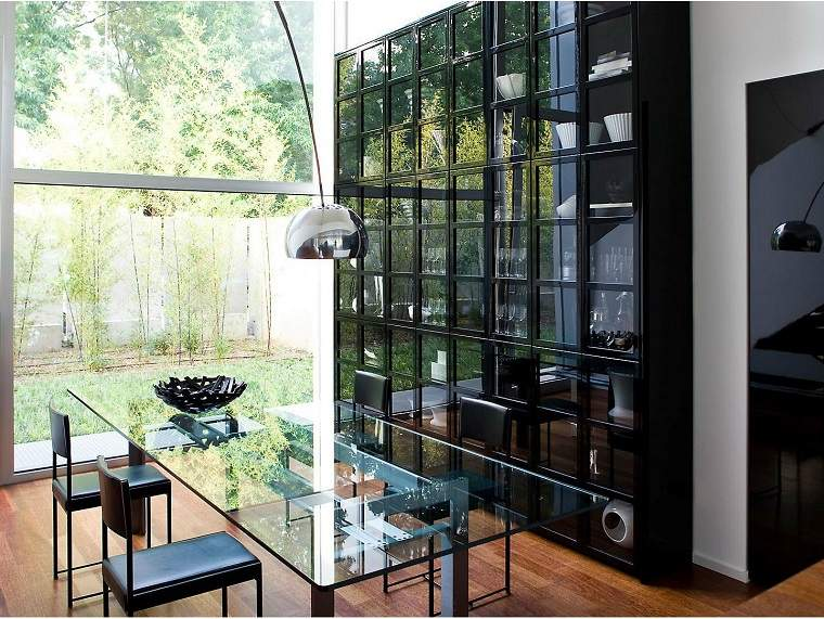 dispositivos almacenamiento estanteria negra puertas cristal ideas
