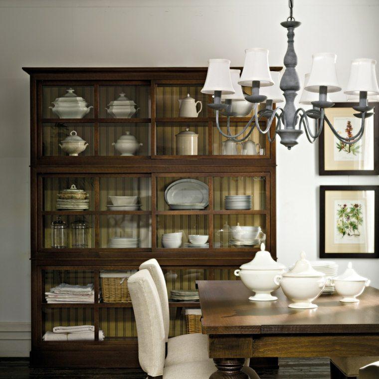 estantes madera cristales fuentes lamparas