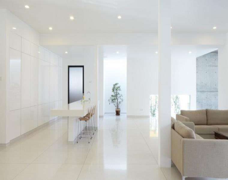 estupenda decoración interior blanca