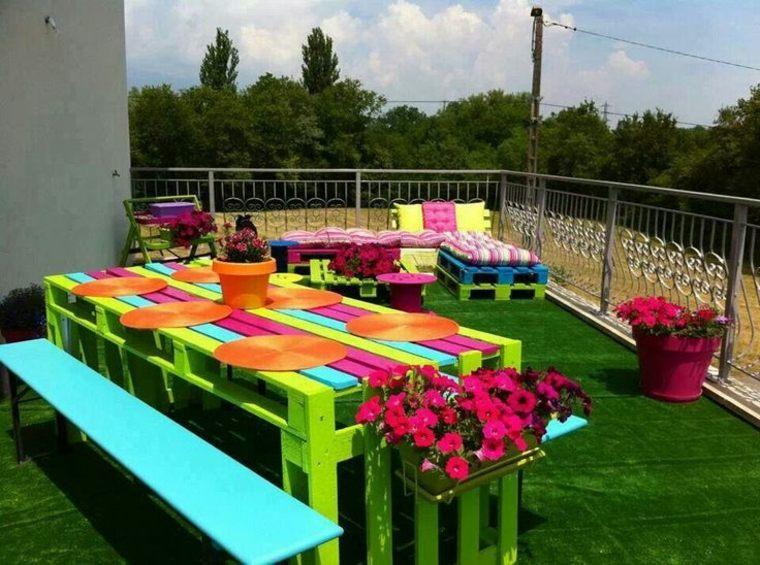 estupenda mesa palet colores terraza