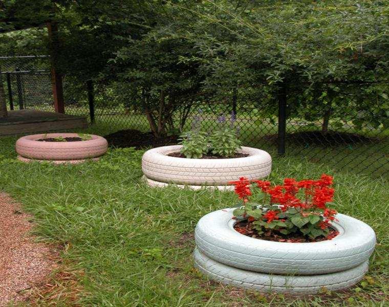 estupendas jardineras neumáticos color blanco