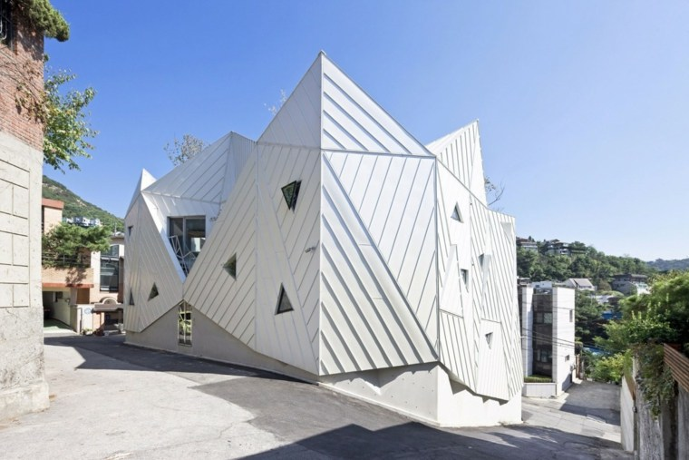 fachada moderna ROJE KHM Architects.