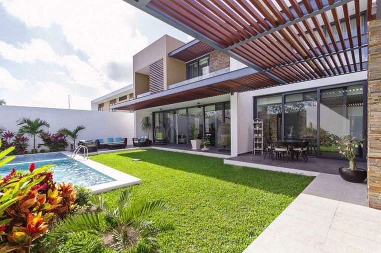 Fotos de piscinas y muebles de jard n muy atractivos for Imagenes de casas con jardin y piscina