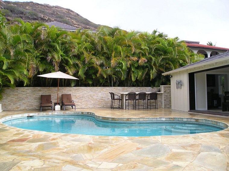 fotos jardins piscinasLas cubiertas del suelo que rodea la piscina