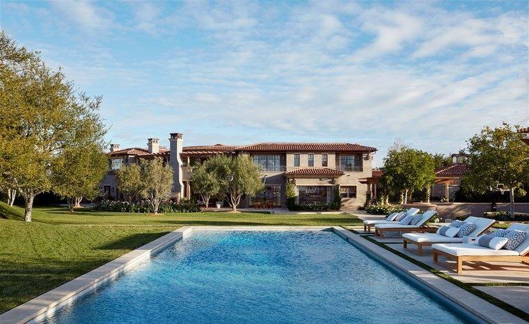 fotos piscinas muebles jardin residencia lujosa tumbonas madera ideas
