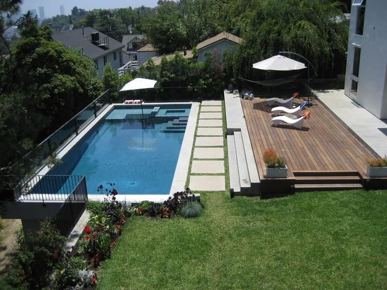 fotos piscinas muebles jardin terraza madera tumbonas ideas
