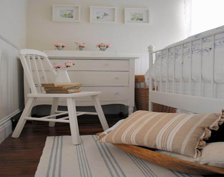 habitación bebé muebles blancos