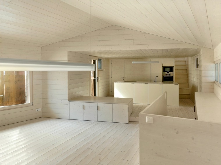 interior revestido madera clara listones