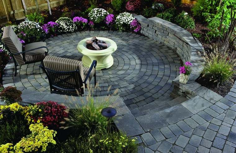 jardin diseno forma ovalada flores ideas