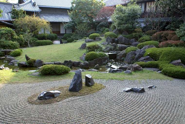 jardin amplio japones moderno grava ideas