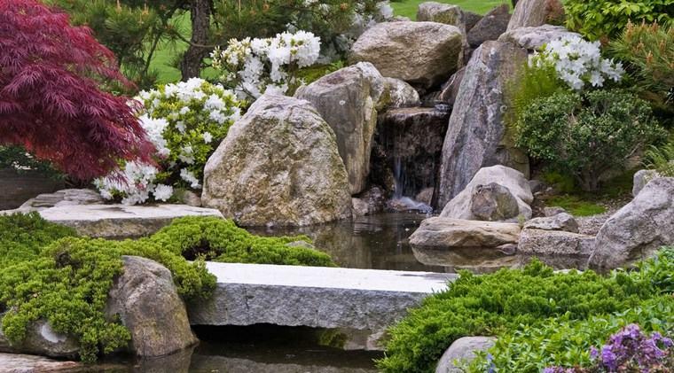 jardin japones moderno caida agua piedras grandes ideas