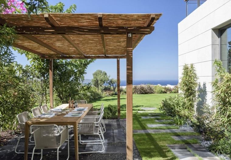 jardin privado protegido miradas indeseadas pergola comedor ideas