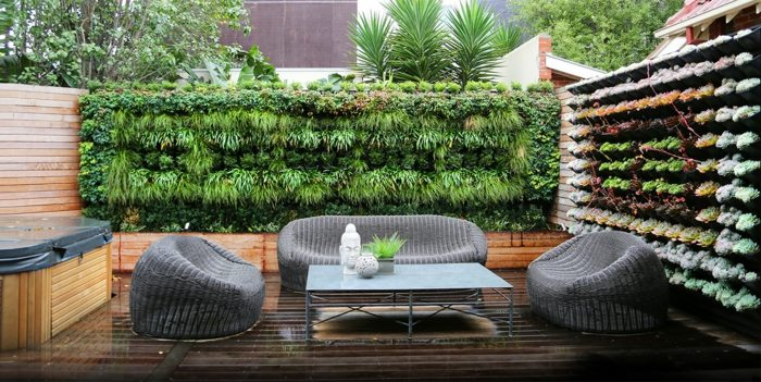 jardin vertical plantas sillones madera zen