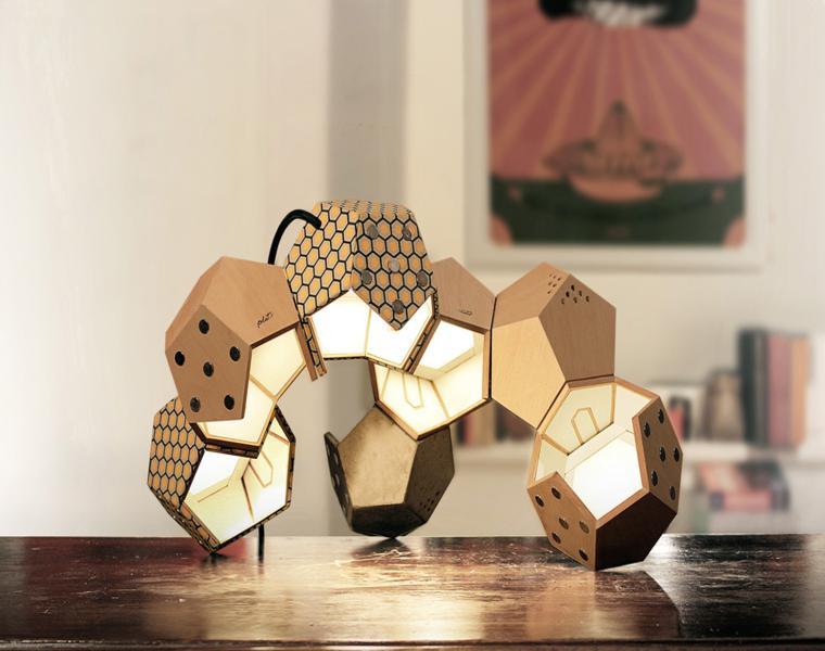 varias lamparas d12 superpuestas