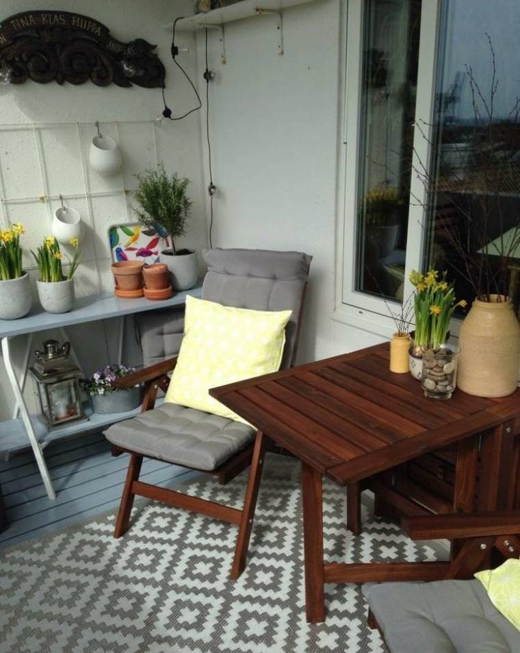 terraza mesa madera silla plegable