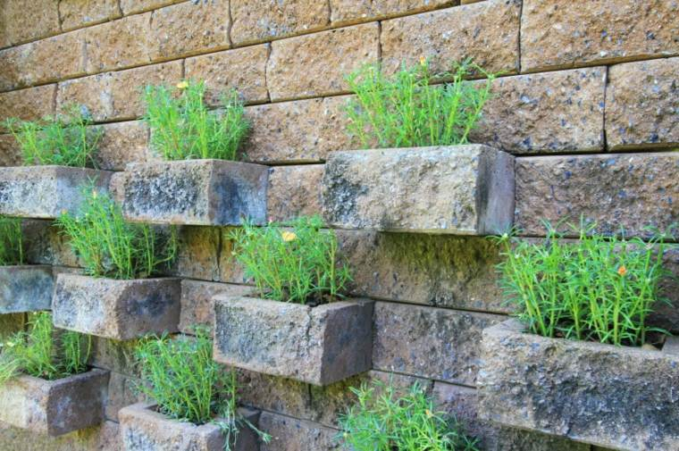 Ideas para jardines verticales veinticuatro dise os for Bloques cemento para jardin