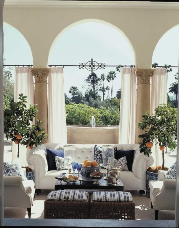naranjos macetas cortinas blancas exterior ideas