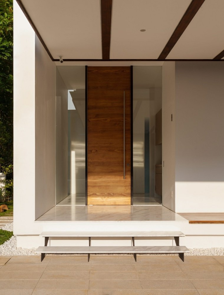 original diseno puerta madera moderna