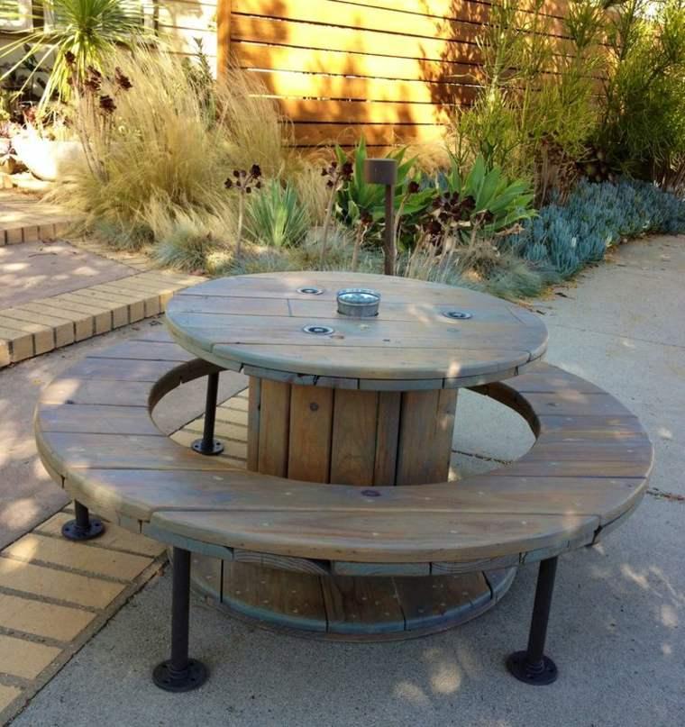 mesas para terraza diy insp rate para crear la tuya propia. Black Bedroom Furniture Sets. Home Design Ideas