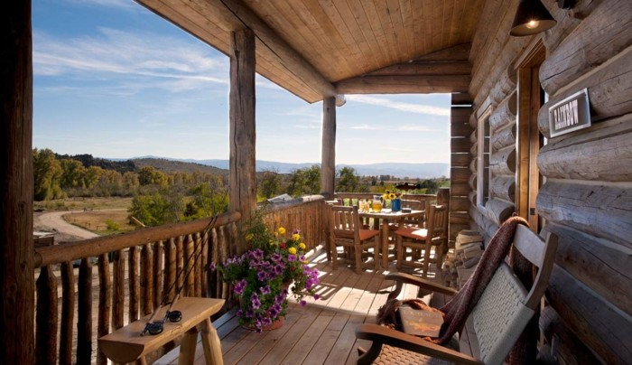 porches rusticos sillas hechas madera exterior opciones ideas