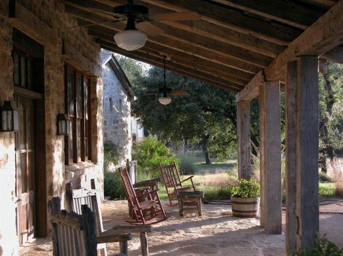 Porches r sticos 24 dise os inspiradores - Porches de casas de campo ...