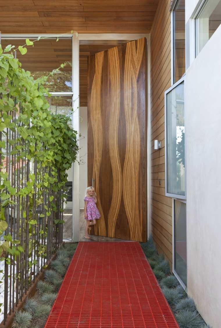 puerta madera natuiral curvada