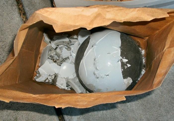 rompiendo materiales contenedores espaciales papel