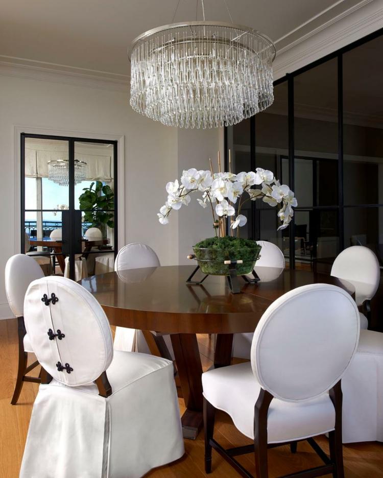 sillas-blancas-redondeadas-formas-materiales