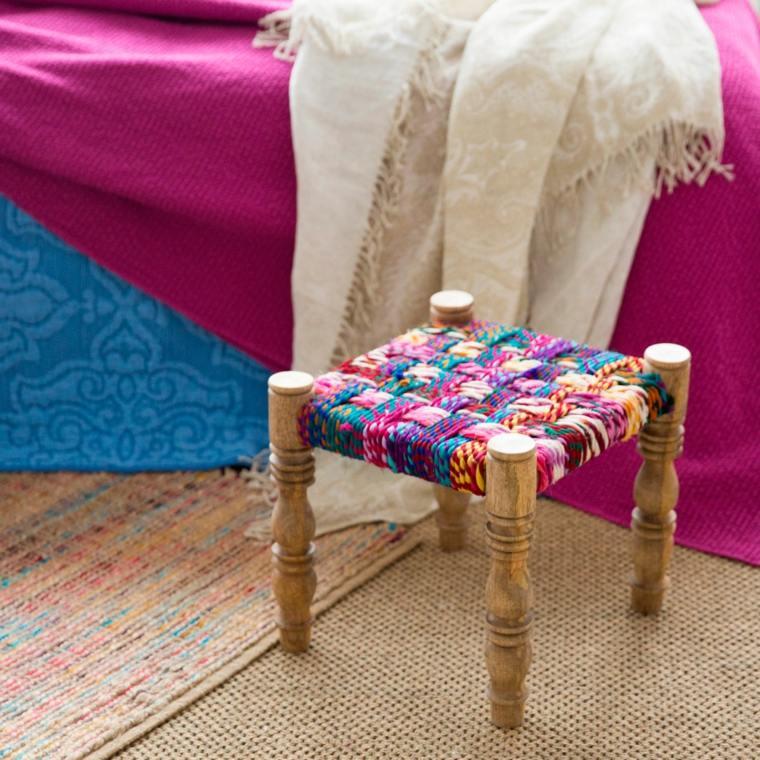 tejidos coloridos madera silla alfombras