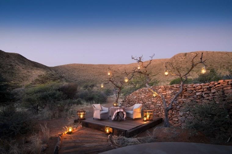 terrazas decoradas iluminadas farolas colgando arbol ideas