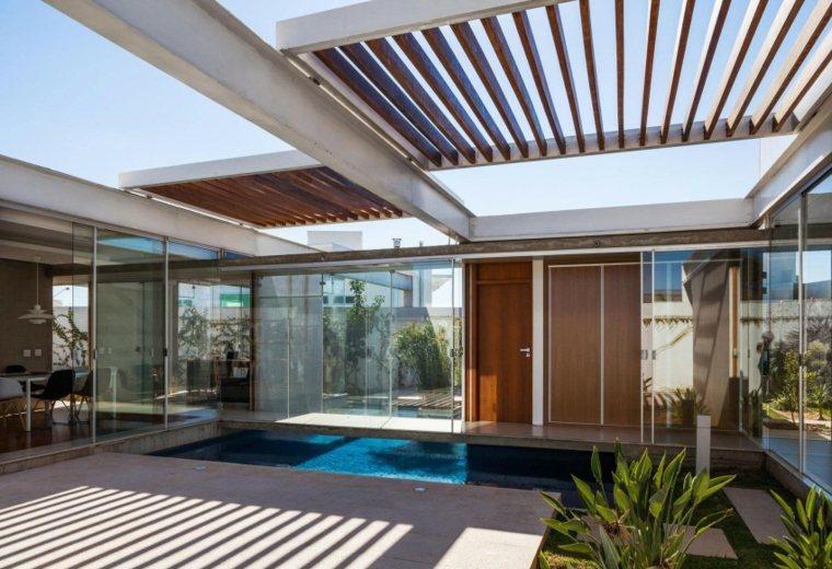 FGMF Arquitetos piscina pergola laminas madera ideas