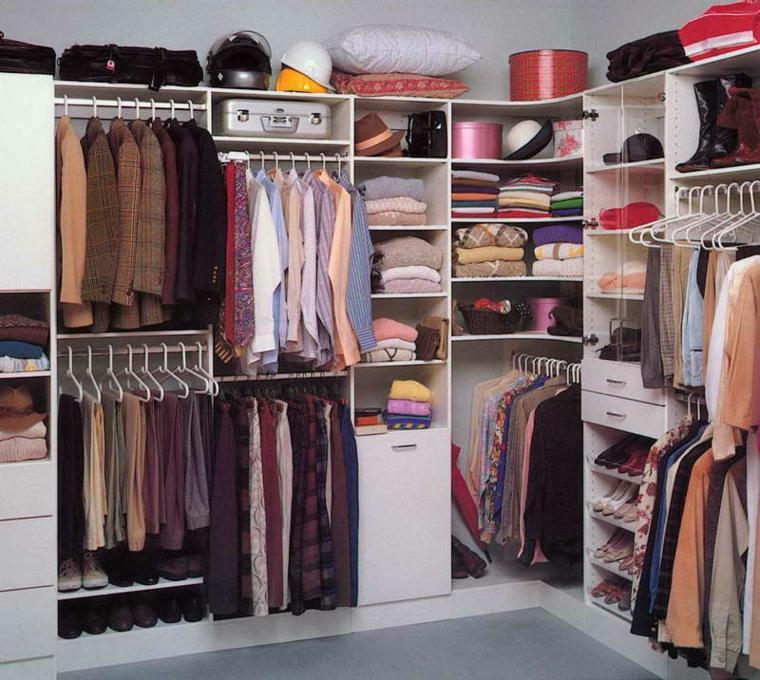 armario vestidor ropa ordenada