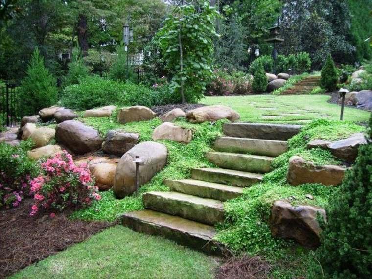 bonito jardin escalera piedra
